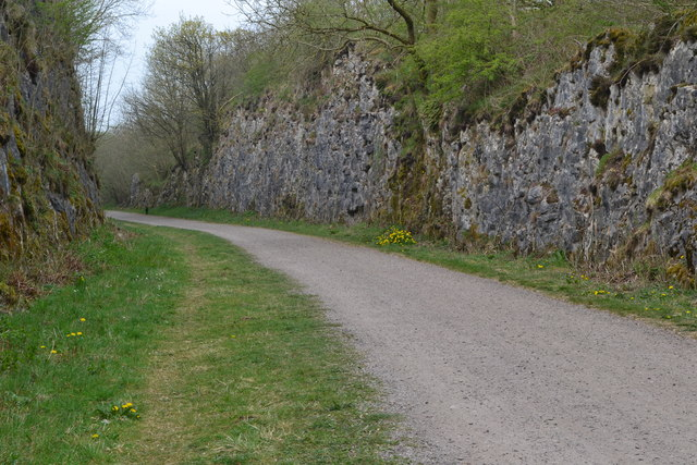 Monsal Trail in cutting at Priestcliffe Lees