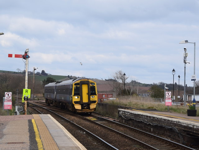 Aberdeen to Montrose train approaching Stonehaven