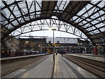 SJ3590 : Platforms 1 and 2, Liverpool Lime Street Railway Station by JThomas