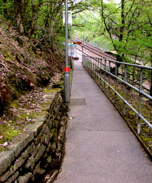 Path to Gilfach Fargoed railway station