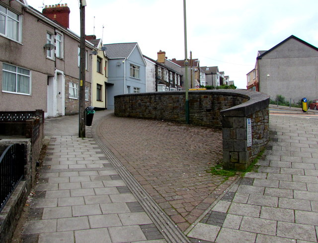 Curved stone wall, Gilfach Street, Bargoed