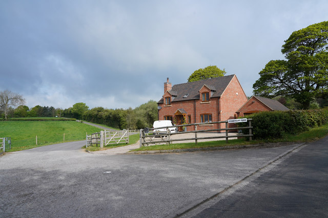 The entrance to Stoneycliff Farm