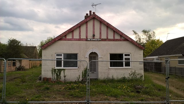 Bungalow awaiting demolition on Peakirk Road, Glinton