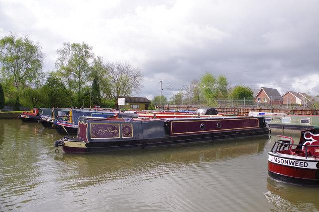 Narrowboats at Weedon
