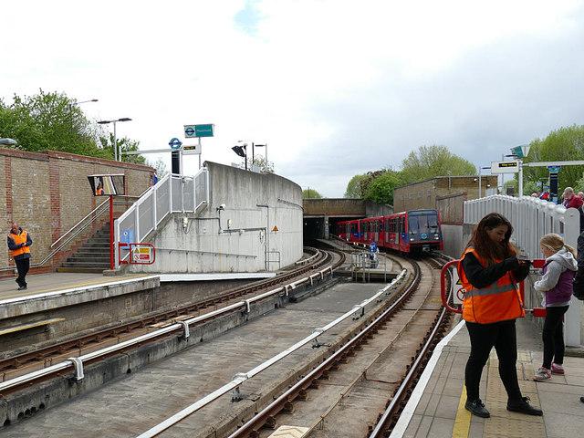 Train entering Mudchute DLR station