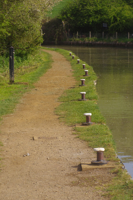 Mooring bollards on the Oxford Canal