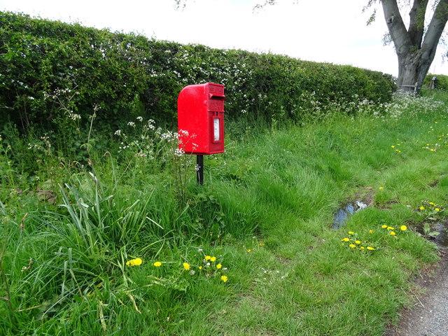 Elizabeth II postbox, Ashtons-cross