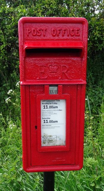 Close up, Elizabeth II postbox, Ashtons-cross