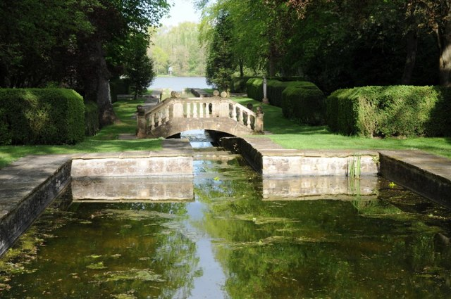 Hump Back Bridge, Buscot Park