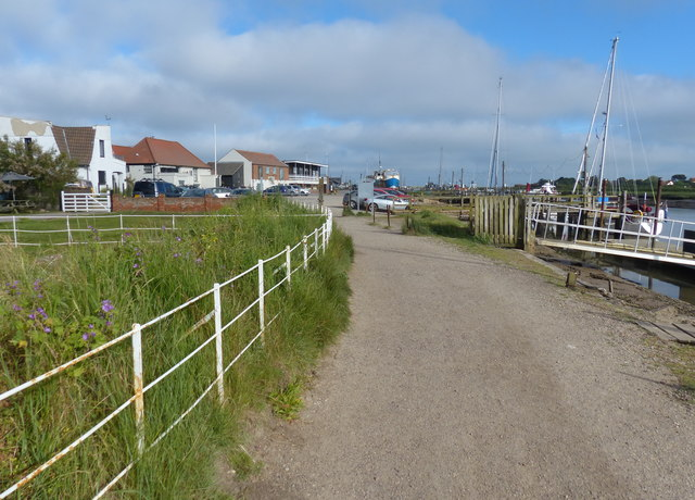 Suffolk Coast Path along the River Blyth