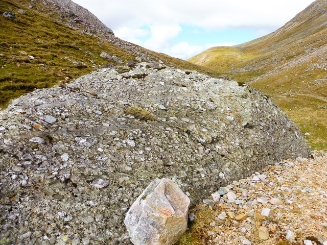 Conglomerate boulder towards east end of Bealach Traligill