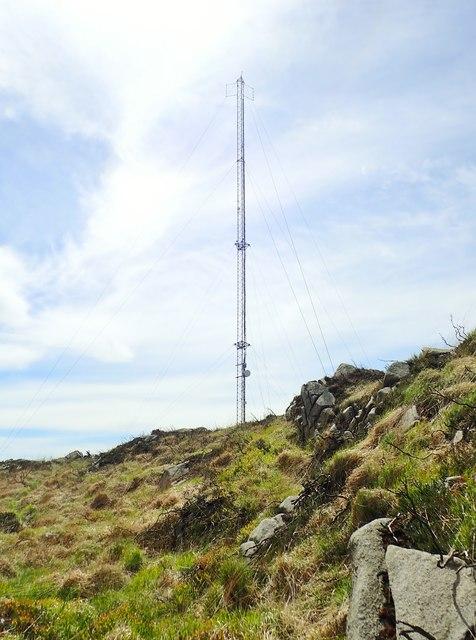 Blue light emergency communications mast on Croslieve