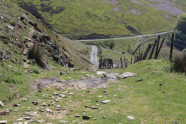 Track down to gate on road, Cwm Tyleri