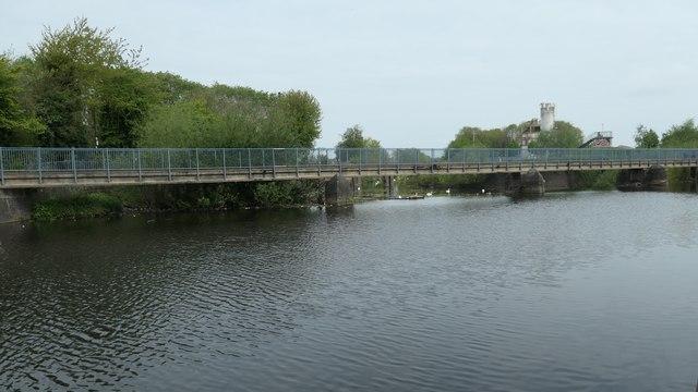 Towpath bridge over Evans weir, Leicester