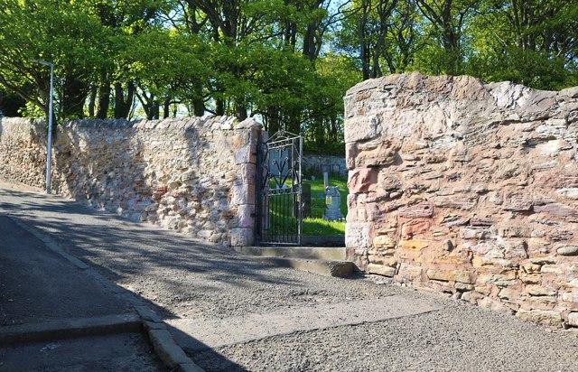 Entrance gate to churchyard, West Wemyss