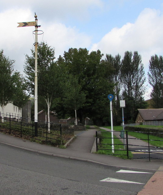 Old semaphore signal, Commercial Street, Ogmore Vale