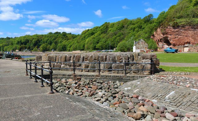 West Wemyss inner harbour wall