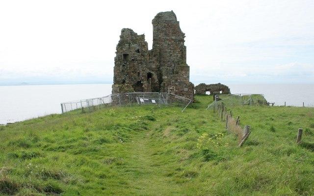 The ruins of Newark Castle