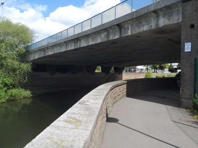 Riverside path passing under Holmes Bridge