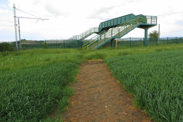 Footbridge on the footpath to Wymington