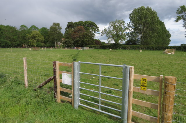 Footpath to Hinwick Lodge Farm
