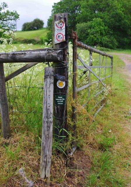 Signpost at start of public footpath to Harvington, near Stone, Worcs