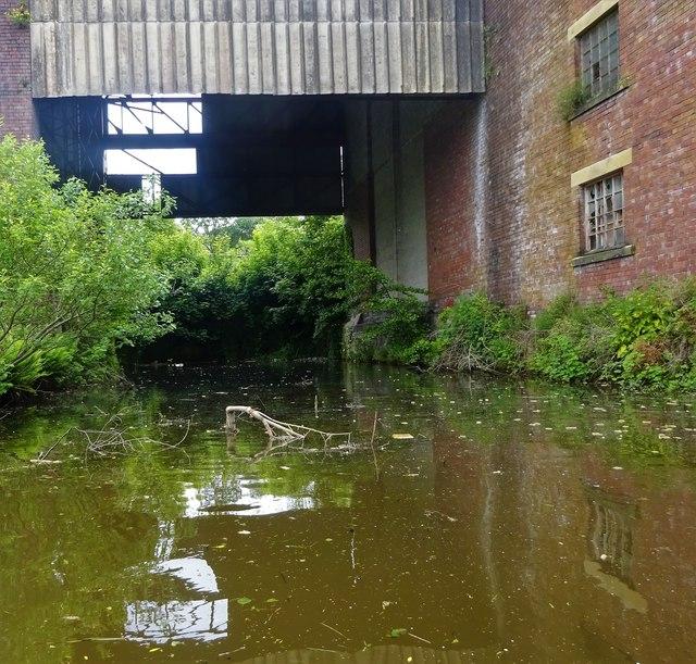 Leeds & Liverpool Canal, Shipley