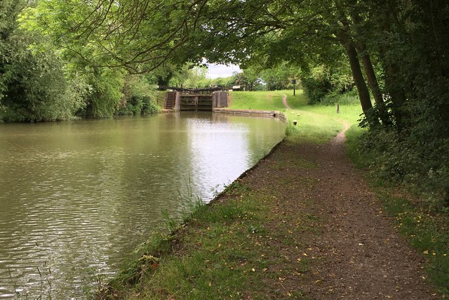 Grand Union Canal Walk heading for the lock