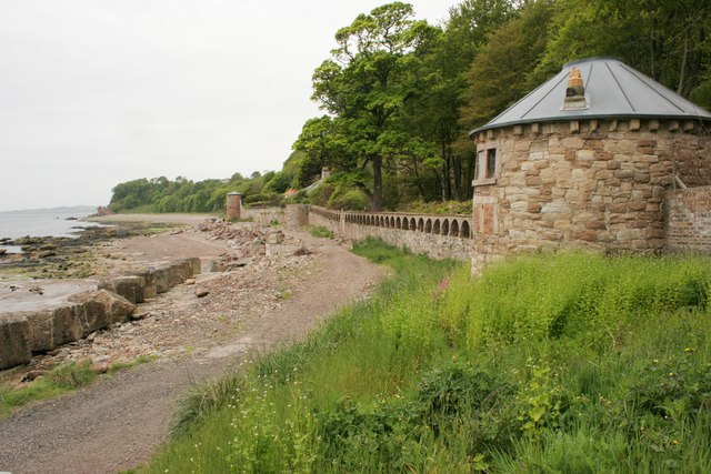 Sea wall and towers, West Wemyss