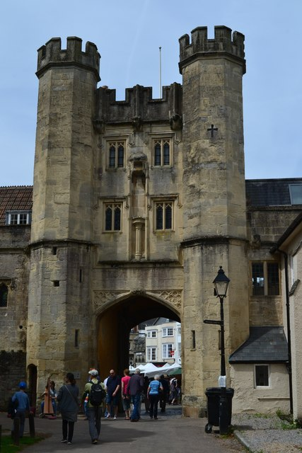 Arched gateway between Bishop's Palace and Market Square, Wells
