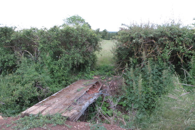 Crumbling footbridge on the path to Rectory Farm