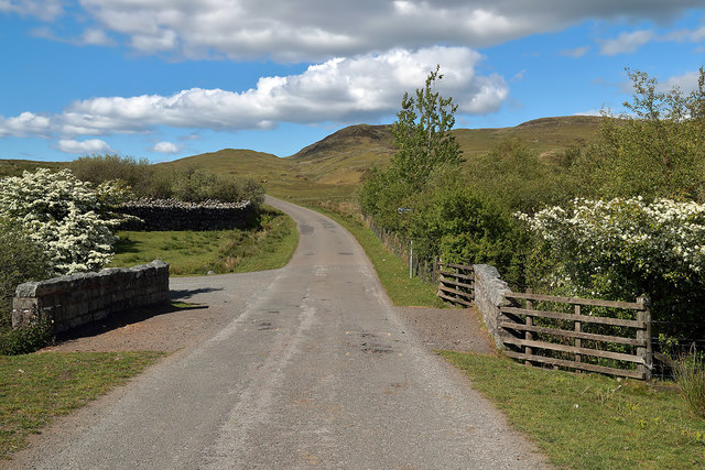 The minor road at Laghead Bridge