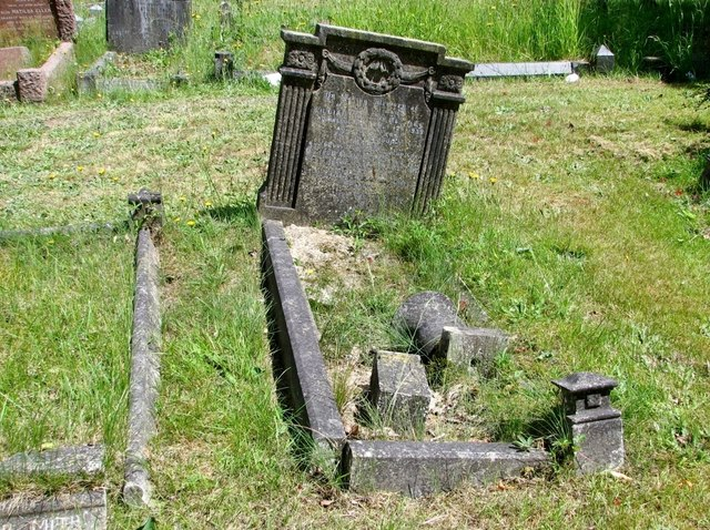 The grave of Alice Lucy and William Howard Keymer