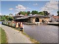 SJ4034 : Ellesmere Yard, Llangollen Canal by David Dixon