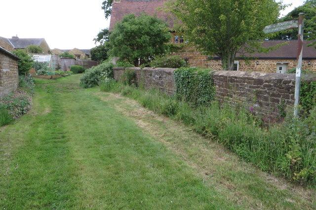Footpath to Farthingstone