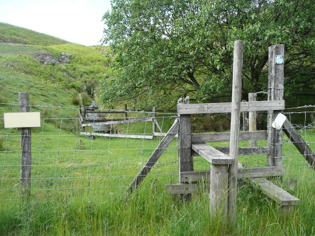 Stile onto the moor from the A628