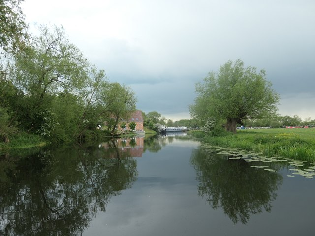 The navigable River Soar, south of Barrow upon Soar