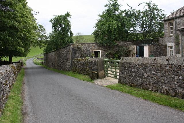Hills Lane passing Winterburn Grange