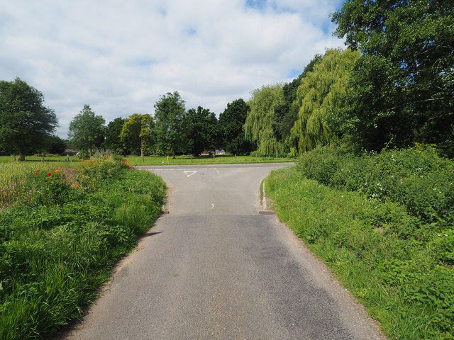 Minor road junction with A1075
