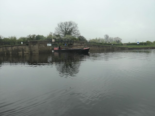 Working boat 'Bath' leaving the Erewash Canal at Trent Lock