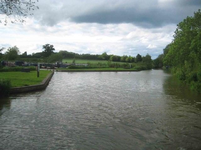 Oxford Canal: Cropredy Marina northern entrance
