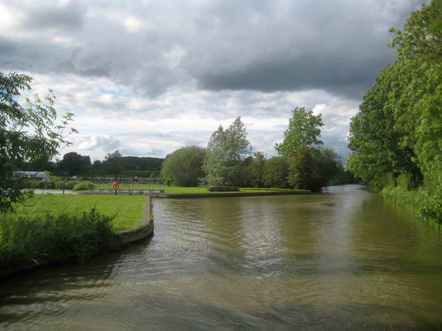 Oxford Canal: Cropredy Marina southern entrance
