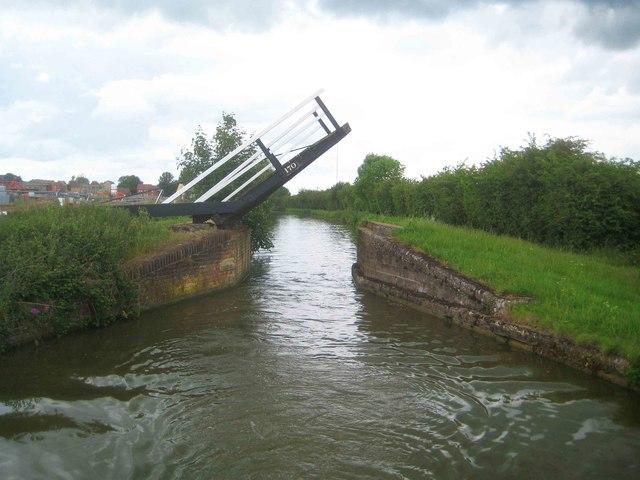Oxford Canal: Haynes Lift Bridge Number 170