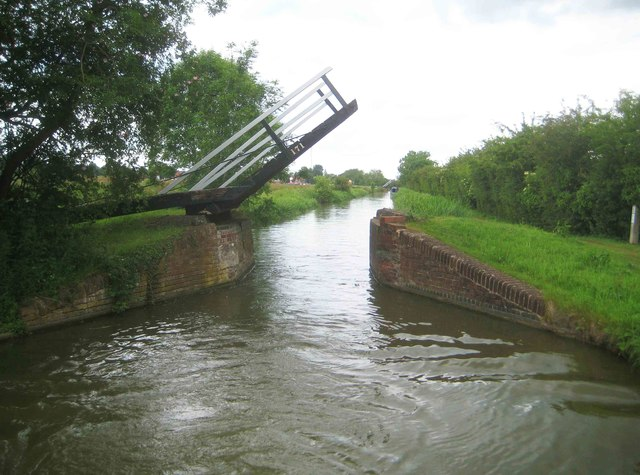Oxford Canal: Foxes Lift Bridge Number 171