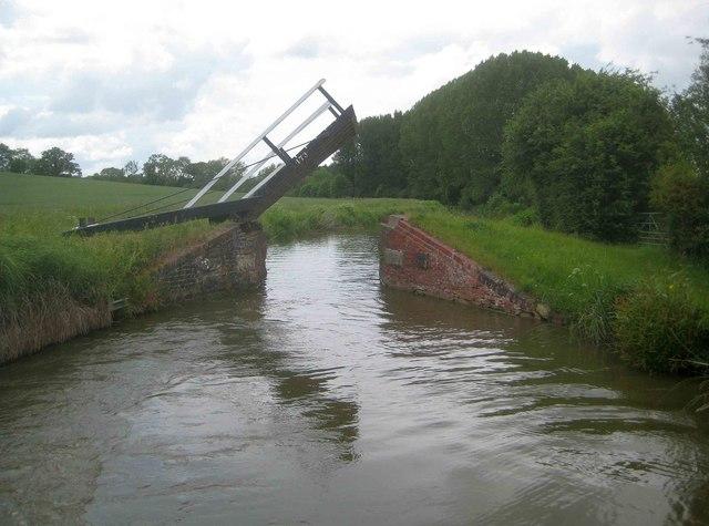 Oxford Canal: Haddons Lift Bridge Number 173