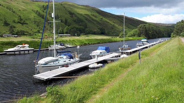 Boats tied up at Laggan Locks
