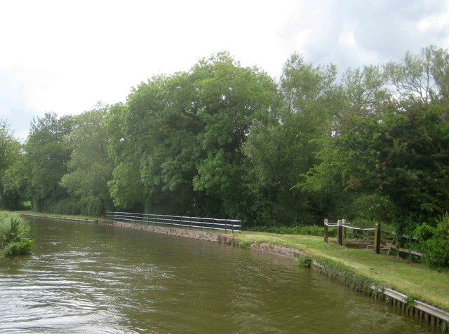Oxford Canal: Overflow into the River Cherwell