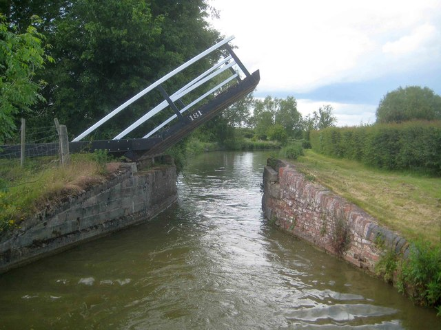 Oxford Canal: Scroobys Lift Bridge Number 181