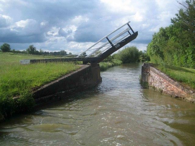 Oxford Canal: Coles Lift Bridge Number 182