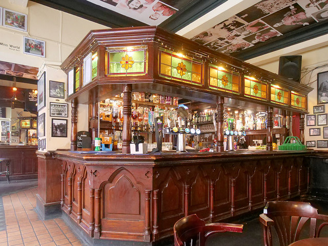 The Old Nag's Head: Island Bar